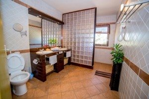Toilette des chambres - Hôtel Les Roches Rouges