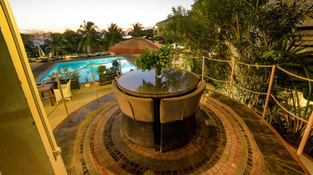Terrasse de l'Hôtel Les Roches Rouges - hotel à Majunga